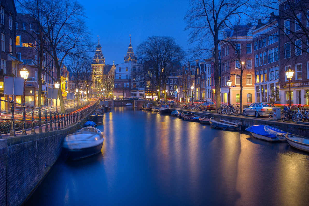 amsterdam houses canal night