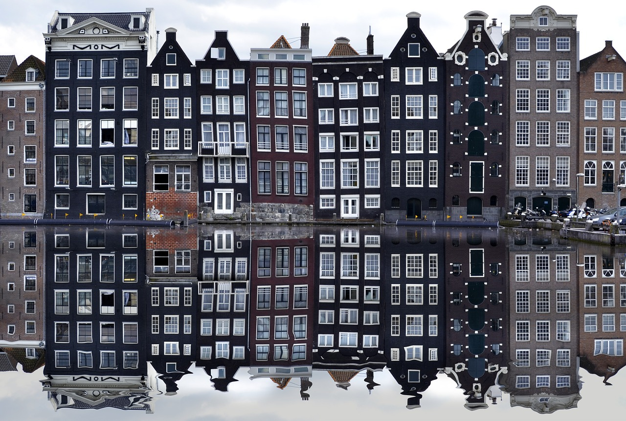 amsterdam houses canal